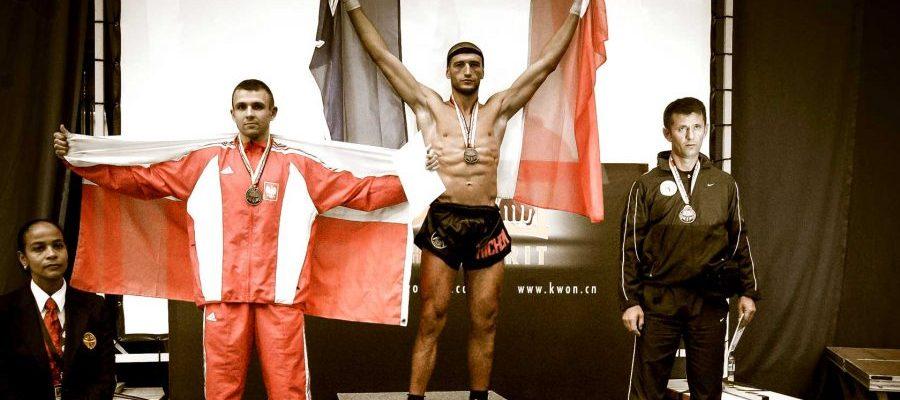 Mistrzostwa Świata w Kickboxingu, Karlsruhe 2007. Paweł Jędrzejczyk na podium Mistrzostw Świata