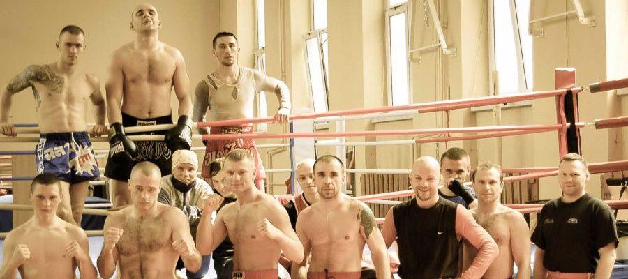 Obóz szkoleniowy Kadry Polski Muay Thai Warszawa 2006. Zdjęcie pamiątkowe