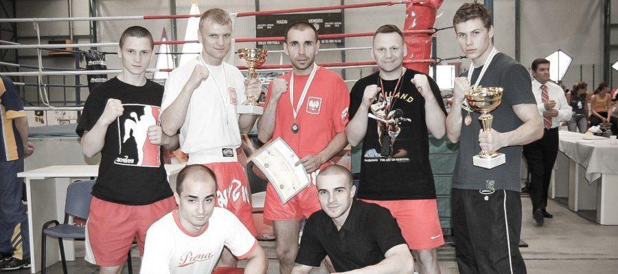 Puchar Świata w Kickboxingu Węgry 2006-14-Zdjecie-pamiatkowe-kadry-Low-Kick-i-Muay-Thai