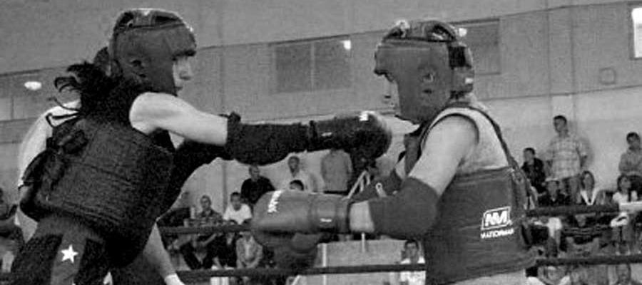 Turniej Pierwszych Walk Muay Thai w Sieradzu 2006. Wymiana ciosów bokserskich
