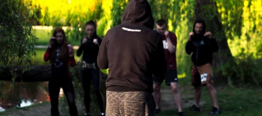 Trening na wolnym powietrzu w parku